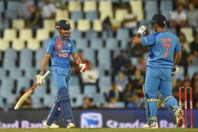 Dhoni Loses His Cool on Manish Pandey, Hits Paterson For a Six