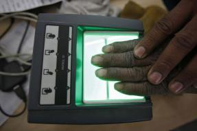 Banks Allowed to Hire Machines, Staffers for Aadhaar Enrollment