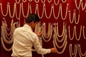 Gold Sparkles on Diwali Demand, Tops Rs 31,000