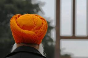 Woman Racially Abuses Sikh Man, Threatens to