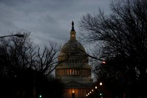 US Govt Workers Home Without Pay as Shutdown Impasse Drags on