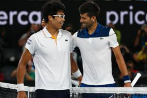Australian Open: Djokovic Stunned, Federer Continues to Impress in Melbourne