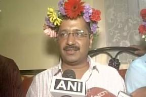 Delhi CM Kejriwal Gets Trolled For Wearing a Coronet Of Flowers