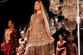 LFW 2016: Kareena Kapoor Khan Exudes Regal Charm As She Walks The Ramp For Sabyasachi