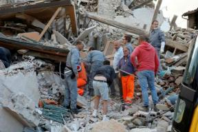 Italy Earthquake: Death Toll Mounts to 123, Dozens Still Trapped in Rubble