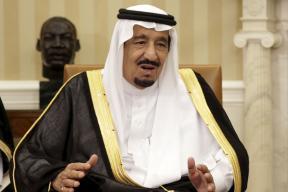 Saudi King Reduces Salaries, Perks for Senior Officials