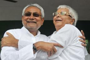 Nitish Kumar Dealing With Lalu Yadav the Way he Dealt With BJP in 2013