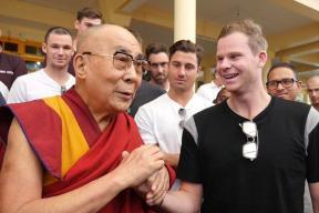 Steven Smith Has a Peace Session With The Dalai Lama