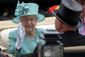 Queen Elizabeth to Get 6-million Pound Pay Hike for Palace Repairs
