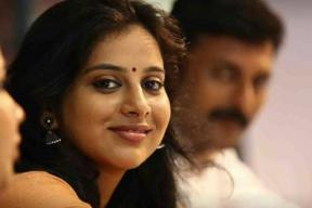 Anna Rajan Breaks Down During FB Live, Apologises To Mammootty Fans