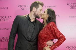 Lais Ribeiro,  Jared Homan Lock Lips on VSFW 2017 Red Carpet
