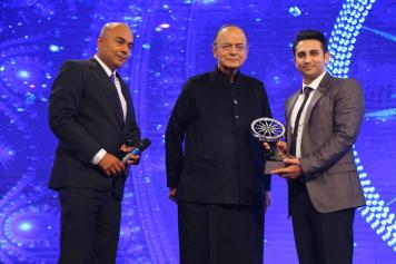 Adar Poonawala recieves the Outstanding achivement in Business and CSR