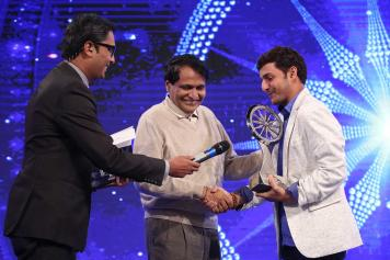 Afroz Shah Recieves the Award in the Public Service Category