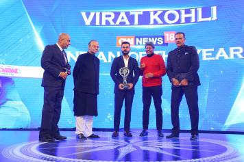Virat Kohli recieves the CNN News18 Indian of the Year Award