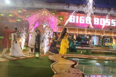 BB 11, October 19, 2017 Update: Arshi Spits on Hina; Gharwale Get Emotional As They Receive Diwali Gifts