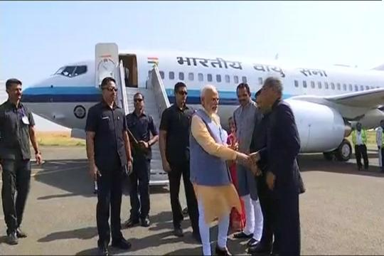 Narendra Modi in Gujarat LIVE: PM Arrives in Bhavnagar, to Inaugurate Several Projects in Poll-bound State