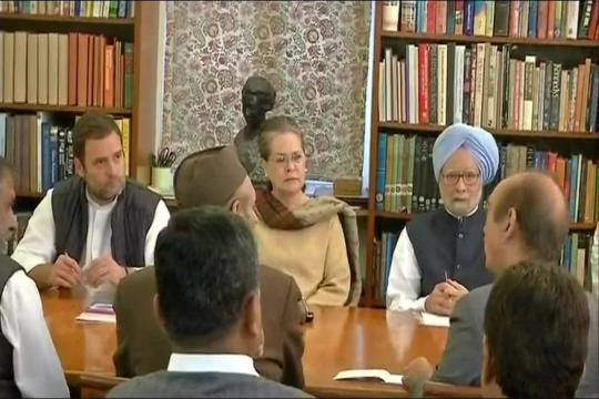 CWC Meeting LIVE: Top Leaders Huddle at Sonia's Home to Decide Date for Rahul Gandhi's Elevation