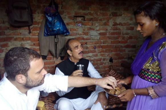 Narrow Escape From Electric Shock for Rahul Gandhi in Agra