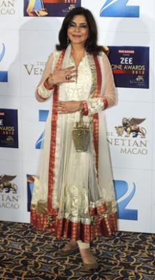 Zee cine awards 2012 full show with english subtitles / Barbie movie