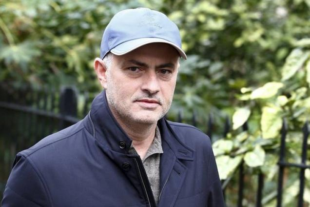 Mourinho tells friends he is a sure shot for Manchester United job: reports