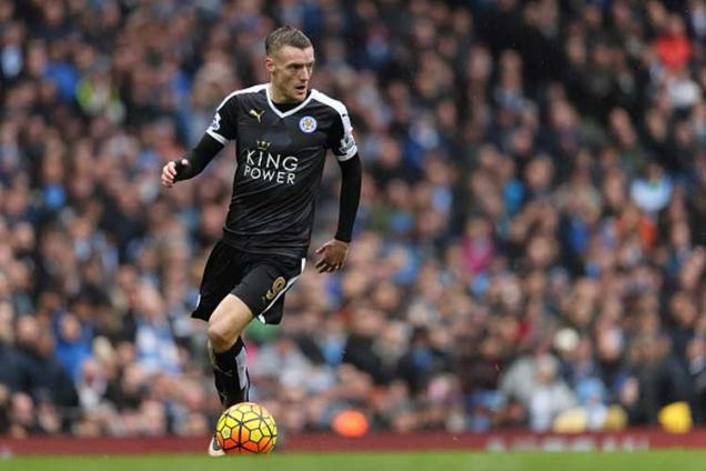 Jamie Vardy extends Leicester City contract to 2019