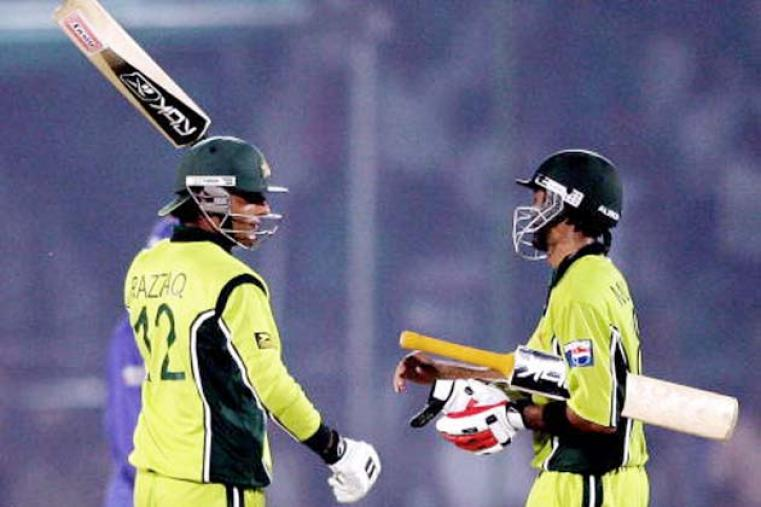 Adbul Razzaq helped Pakistan pull off a thrilling four-wicket win over Sri Lanka in the third  match of the 2006 tournament at Mohali. The allrounder followed his 4 for 50 by hitting an unbeaten 38 off 24 balls. (AFP)