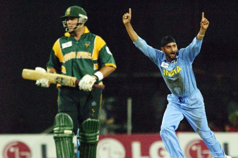 India beat South Africa an exhilarating semi-final. The match was heading toward a dull climax before South Africa lost wickets to hand India victory by 10 runs. (Getty Images)