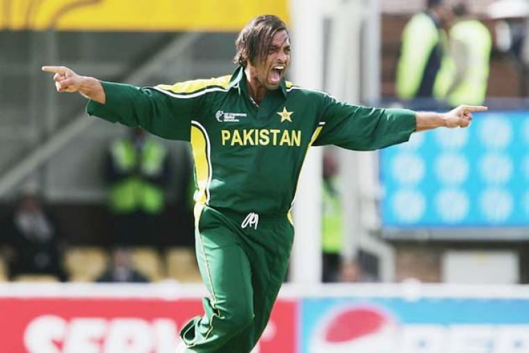 Shoaib Akhtar took four wickets in Pakistan's three-wicket win at The Oval that knocked India out of the tournament in 2004. (Getty Images)