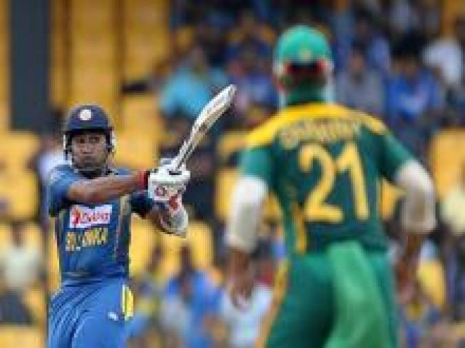 Tharanga's departure brought Mahela Jayawardene to the crease and he scored 42 off 51 balls combining with Sangakkara for a 74-run stand for the third wicket. (AFP Images)