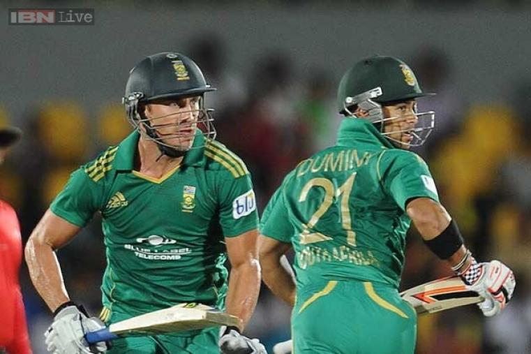 Faf du Plessis and JP Duminy had 112-run partnership for the third wicket to take South Africa to 163/3 in 20 overs. (AFP Photo)