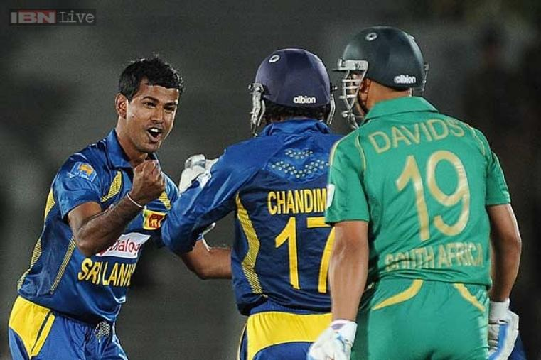 Nuwan Kulasekara gave Sri Lanka an early breakthrough picking up the wicket of Henry Davids on the first ball of the match. (AFP Photo)