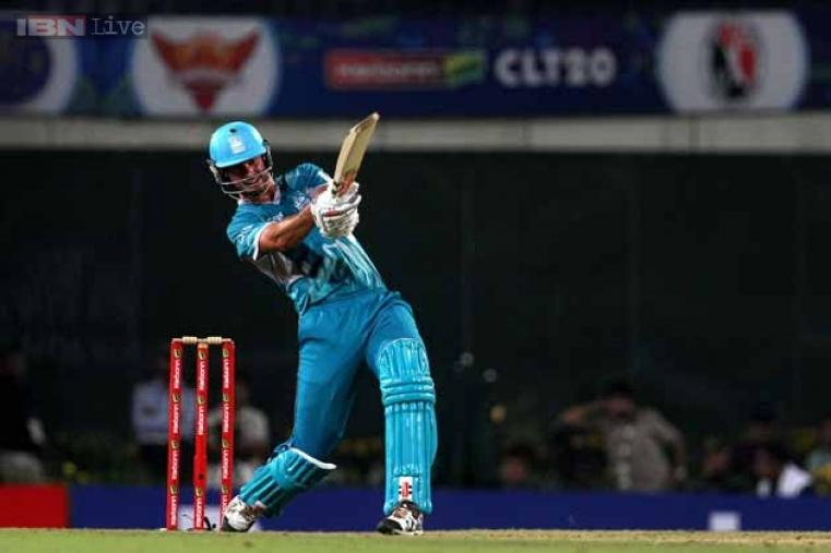 Ben Cutting provided the late assault for Brisbane Heat, smashing 42* off just 25 deliveries.