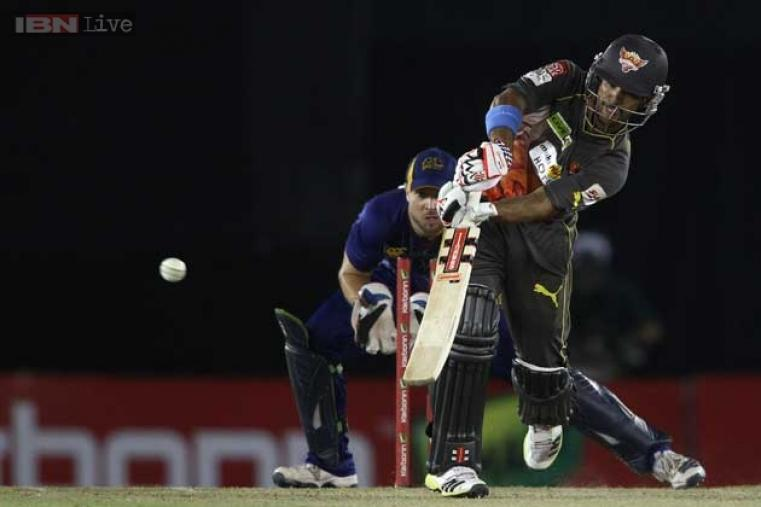 JP Duminy held the shaky Hyderabad innings together and ended up with  57 off 38 balls to take his team past 140.