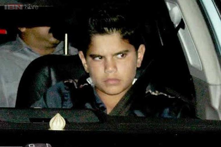 Sachin's son Arjun Tendulkar arrives.