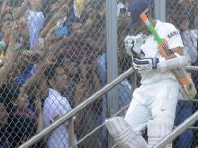 It was a packed house as Sachin came out to resume his innings on the second morning. (BCCI)