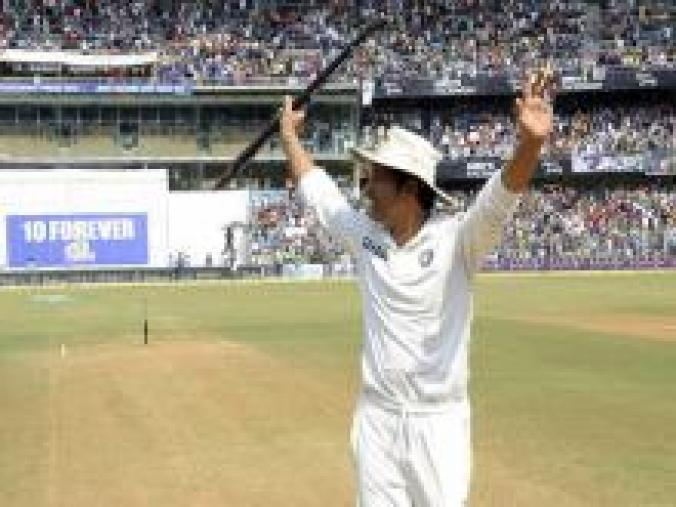 Sachin took one of the stumps as a souvenir and then acknowledged the crowd for their overwhelming support. (BCCI)