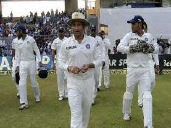 India skipper MS Dhoni asked Sachin to lead the team onto the field on day three, anticipating that this could be the last day of the match. (BCCI)