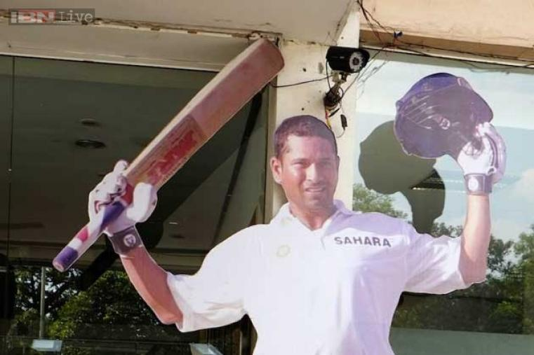 Tendulkar would be presented a one-feet silver banyan tree loaded with 199 golden leaves by the Cricket Association of Bengal (CAB).