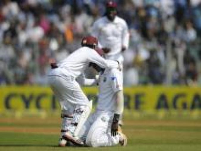 Darren Sammy took the catch to dismiss Sachin and was congratulated for his effort by the team-mates. (BCCI)