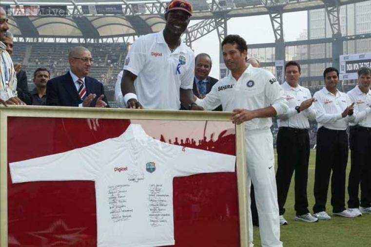 The West Indies team was not to be left behind and gifted Sachin a team jersey signed by their entire squad.
