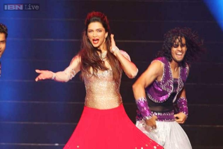 Bollywood diva Deepika Padukone also graced the occasions with a typical Bollywood-style performance.