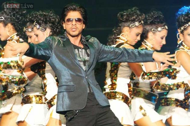 Shah Rukh Khan performing on some of his famous Bollywood numbers, much to the joy of Abu Dhabi audience.