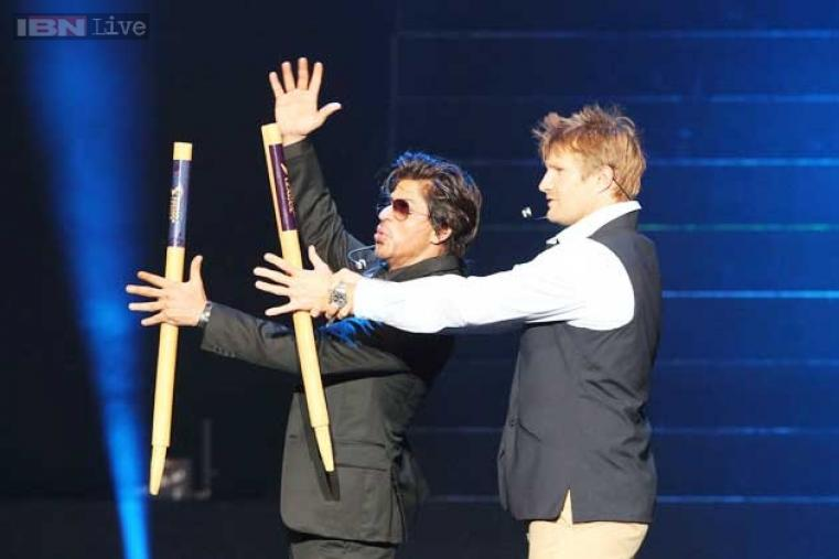 Rajasthan Royals captain Shane Watson and Shah Rukh Khan share a fun moment during the event.