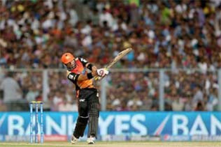 Naman Ojha scored 26 off 23 balls as Sunrisers Hyderabad set Kolkata Knight Rider a 161-run target.