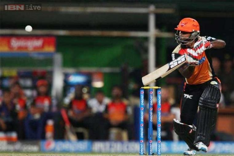 Venugopal Rao scored 27 off 26 balls before being run-out by Manish Pandey.