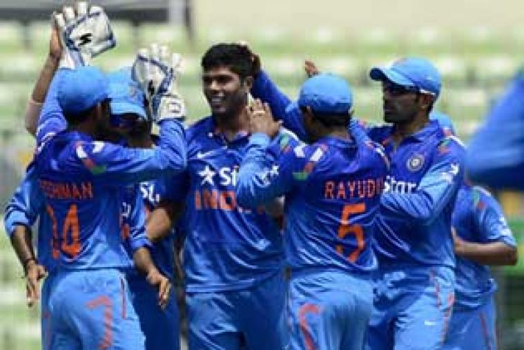 Indian players congratulate Umesh Yadav after the dismissal of Tamiam Iqbal.