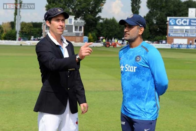 Derbyshire captain Wayne Madsen won the toss and elected to bat.