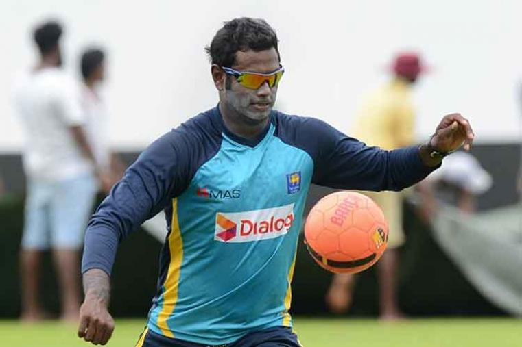 Can he swing it the islanders' way? Angelo Mathews will lead defending champions Sri Lanka after Lasith Malinga stepped down as skipper due to injury. (Photo Credit: Getty Images)