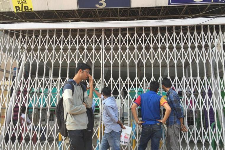 Disappointed fans outside the Eden Gardens. (CricketNext)