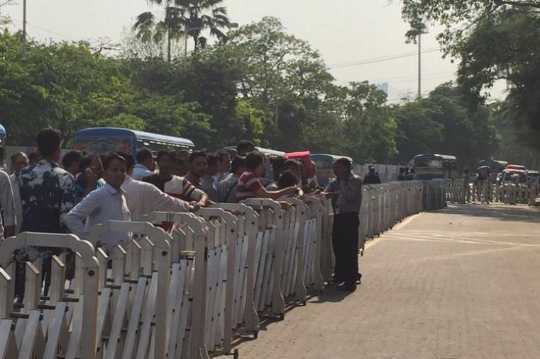 Number of fans outside Eden Gardens stadium on Thursday. (CricketNext)